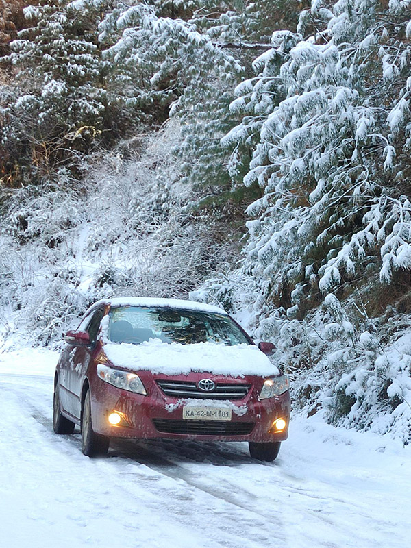 Toyota Corolla on snow at Thanedar