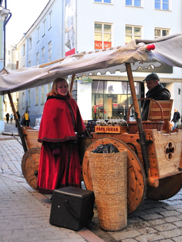 Almond seller, Tallinn